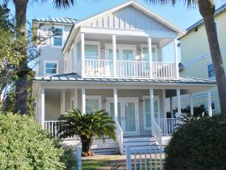 Beach House w/Private Pool - 50 Easy yards to sand - Destin vacation rentals