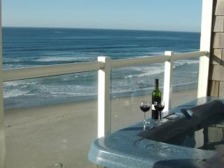 Beacon Heights - Stunning 2 bedroom - Sweeping Views and Private Hot Tub - Lincoln City vacation rentals