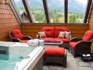 Canmore Summit Penthouse 2 Bed + Den Fairholme Suite - Canmore vacation rentals