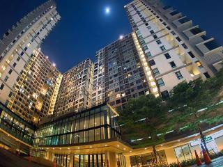 DMK Airport Impact Premium Sky Rise Condo Pool&Gym - Bangkok vacation rentals