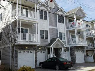 Great Top Floor Condo only 1 Block to the Beach - Wildwood vacation rentals