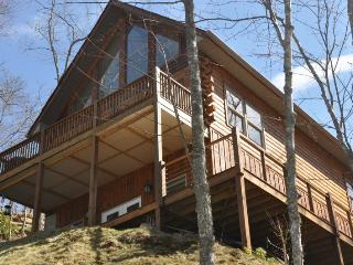 Northern Sky - Two Bedroom Rental with Hot Tub, View of Clingman`s Dome, and Fire Pit - Whittier vacation rentals