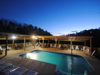 7 B/R, 5 bath, heated pool from  250.00, sleeps 19 - Sevierville vacation rentals