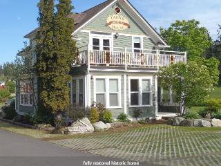 THE ARTIST SUITE   a 2 room studio with Queen bed - Friday Harbor vacation rentals