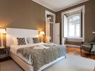 Downtown Pier II Apartment | RentExperience - Lisboa vacation rentals