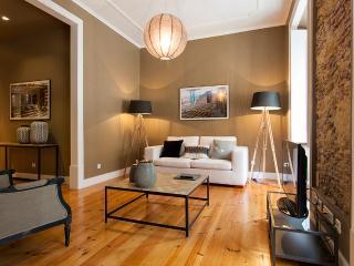Downtown Pier I Apartment | RentExperience - Lisboa vacation rentals