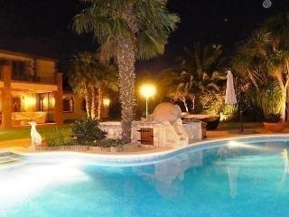 Comfortable House with Internet Access and Dishwasher - Cabanes vacation rentals