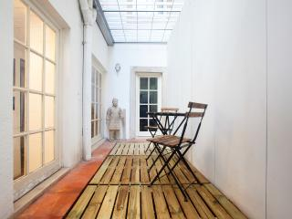 Nice 2 bedroom Lisbon Apartment with Internet Access - Lisbon vacation rentals