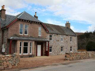 Bright 7 bedroom Lodge in Aboyne with Internet Access - Aboyne vacation rentals