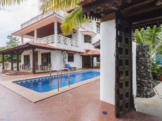 Goa Luxury Villas: Presidential Garden Villa - Candolim vacation rentals