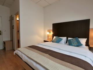Cosy 19m2 twin bed room +bathroom - Zagreb vacation rentals