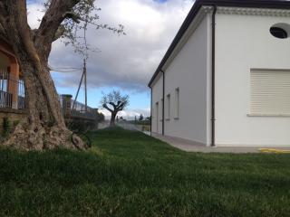 """VILLA SANTORO CASE E APPARTAMENTI PER VACANZE  """"4"""" - Ariano Irpino vacation rentals"""