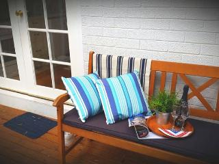 Kauri Cottage BEACH BEACH. ..FREE WI FI - Glenelg vacation rentals