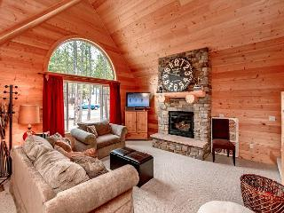 White Pines - New! 2BR+Loft | Slps 9 | Fire Pit | WiFi - Ronald vacation rentals