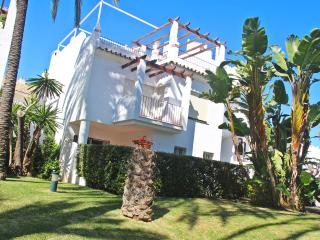 Beutiful townhouse in firstline beach urbanization - San Pedro de Alcantara vacation rentals