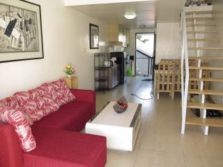 1 bedroom, 50 sqm (900 m to Fields) - Angeles vacation rentals
