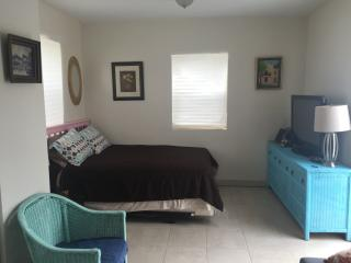 Well appointed studio with key west style - Coconut Grove vacation rentals