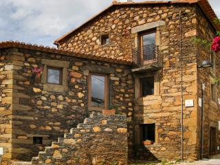 Bright 6 bedroom House in Fundao with Balcony - Fundao vacation rentals