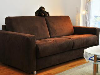 NEW: sofa-bed in FRANKFURT at Campus RIEDBERG ★★★ - Frankfurt vacation rentals