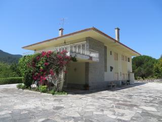 Superb Familiar Villa w/ Views to Sintra Mountains - Galamares vacation rentals