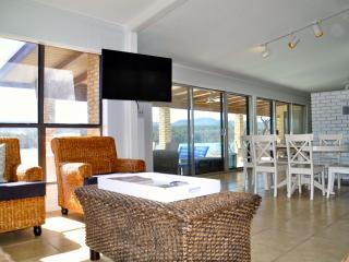 Family retreat with sandy beach - Kingsland vacation rentals