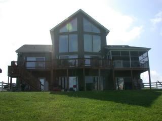 Lakepointe Hideaway Lake Anna - GREAT for Families - Lake Anna vacation rentals