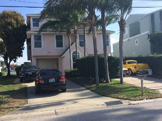 Beautiful Townhouse with Internet Access and A/C - Indian Rocks Beach vacation rentals