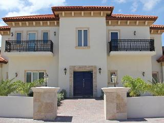 Maginificent Tuscan villa n/hotels beach, upscale res. dev. SPECIAL OFFER! - Malmok Beach vacation rentals