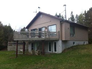 Perfect 3 bedroom Rawdon Cottage with Internet Access - Rawdon vacation rentals