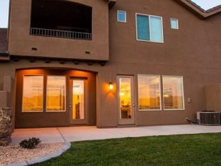 Road Runner Retreat - ACROSS FROM THE POOL! - Washington vacation rentals
