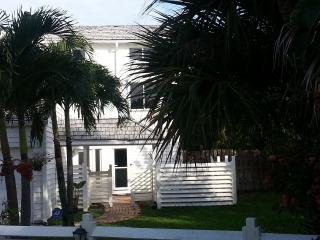 Beautiful cottage, east of A1A - Vero Beach vacation rentals