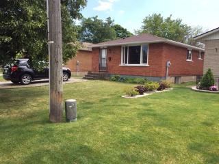 WELL MAINTAINED HOUSE, 3 BEDROOM - Saint Catharines vacation rentals
