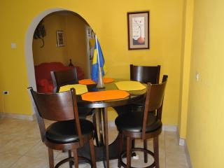 Comfortable 1 bedroom Apartment in Durants - Durants vacation rentals