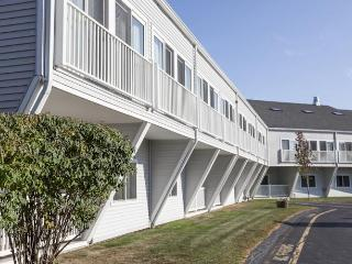 Lovely Resort with A/C and Shared Outdoor Pool - West Yarmouth vacation rentals