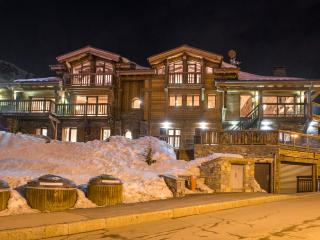 Spacious 5 bedroom Tignes Chalet with Internet Access - Tignes vacation rentals