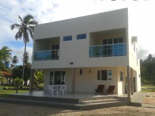 Casa 4 qts, 3 suítes-Beira Mar no melhor trecho - Praia dos Carneiros vacation rentals