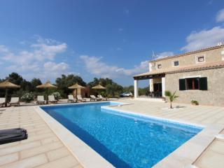 Spacious 4 bedroom Algaida Villa with Internet Access - Algaida vacation rentals