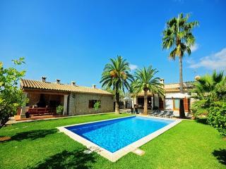 Bright Villa with Internet Access and Washing Machine - Moscari vacation rentals