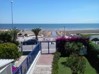 Grande Villa con giardino sul mare - Siponto vacation rentals