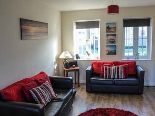 MEADOW VIEW, pet-friendly cottage on popular development, swimming pool, tennis, near beach, Filey Ref 19623 - Filey vacation rentals