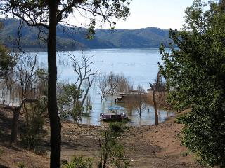 """Retreat"" - Taylor Bay, Lake Eildon - Eildon vacation rentals"