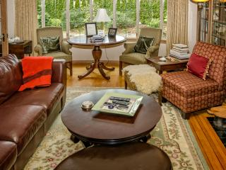 Immaculate, Peaceful, Centrally Located Convenient - Victoria vacation rentals