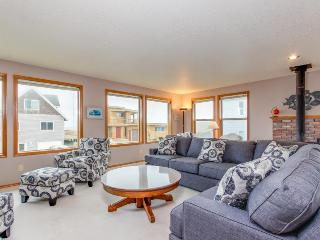 Warm house with mountain, ocean, and river views, 2 blocks from the beach! - Pacific City vacation rentals