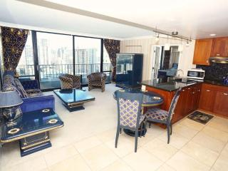 LUXURY 1-bdrm Condo, Views, Amenities, Location! - Honolulu vacation rentals