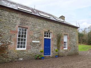 1 LINTHILL COTTAGES, multi-fuel stove, off road parking, gravelled patio, in Lilliesleaf, Ref 927233 - Lilliesleaf vacation rentals