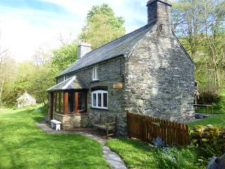GLANRAFON rural location, extensive grounds, close to river near Ruthin Ref 931246 - Ruthin vacation rentals