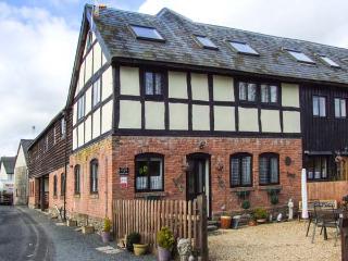 BREEZE COTTAGE, Grade II listed barn conversion, parking, garden, in Presteigne, Ref. 934835 - Presteigne vacation rentals