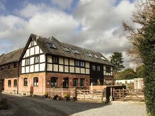 ELVINS COTTAGE, semi-detached barn conversion, Grade II listed, parking, garden, in Presteigne, Ref. 934841 - Presteigne vacation rentals