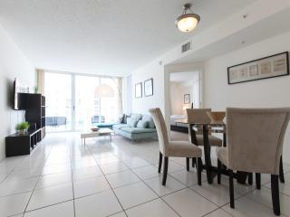 Luxurious apart outdoor pool view Sunny Isles - Sunny Isles Beach vacation rentals