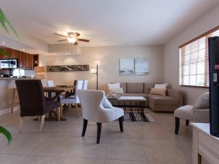 Hollywood Beach Townhouse Steps from the Beach - Hollywood vacation rentals